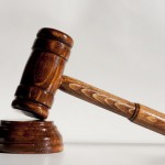 Cei doi tineri din Cugir acuzaţi de şantaj şi răspândire de materiale pornografice au fost eliberaţi din arest