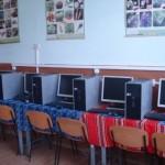 Școala din Ceru Băcăinţi a primit 7 calculatoare prin sprijinul prefectului de Alba, Gheorghe Feneșer