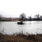 Podul plutitor dintre Șibot și Ceru-Băcăinţi s-a blocat pe Mureş, în timp ce transporta patru persoane si un tractor