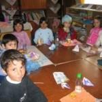 """În cadrul proiectului """"Educaţia, şansa noastră pentru viitor"""" copii romi implicați vor primi burse"""