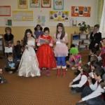 """Povești, glume și compuneri în cadrul acțiunii """"Ceaiul de la ora 10"""" organizate la școala Nr. 3 din Cugir"""
