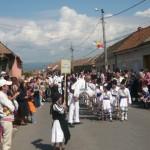 Astăzi a avut loc parada a portului popular la Festivalul de Dansuri şi Tradiţii Populare de la Vinerea
