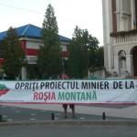 Flashmob la Cugir împotriva proiectului de lege inițiat de guvern privind exploatarea aurului de la Roșia Montană