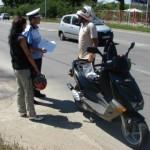 Un mopedist fără carnet a lovit o femeie la Șibot iar mai apoi și-a văzut liniștit de drum