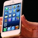 O tânără din Orăștie este cercetată de polițiști după ce a furat un telefon mobil dintr-o discotecă din Cugir