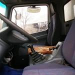 Un șofer în stare de ebrietate a intrat cu autoutilitara pe care o conducea în poarta unui imobil din Cugir