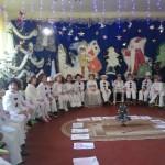 """Moş Crăciun primit cu mare bucurie de preșcolarii de la Grădiniţă """"Prichindel"""" din Cugir"""