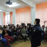 Elevii cugireni au primit de la poliţişti, sfaturi utile pentru siguranţa lor în cadrul activități preventive desfășurate de IPJ Alba la Cugir