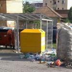Cei care caută, împrăştie şi colectează deşeuri valorificabile din containere vor fi sancționați la Cugir