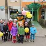 """Peste 150 de copii din Cugir s-au întâlnit cu """"Albinuţa Propolis C"""""""