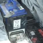 Doi tineri au sustras 8 acumulatori auto și 40 litri de motorină din parcul auto al unei societăți comerciale din Șibot