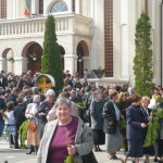 """Peste 400 de credincioşi au participat la slujba de Florii oficiată la Biserica """"Adormirea Maicii Domnului"""" din Cugir"""