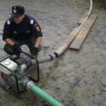 Pompierii au intervenit la Pianu de Jos pentru evacuarea apei din două gospodării și de pe 5 hectare de teren