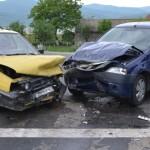 Două persoane au ajuns la spital în urma unui accident rutier petrecut pe DN7 la intersecția cu drumul spre Cugir