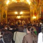 """Biserica ortodoxă """"Sfinţii Apostoli Petru şi Pavel"""" din Vinerea are preot nou"""