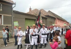 parada-portului-popular-vinerea-2014