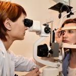 """Consultații oftalmologice gratuite pentru pensionarii din Cugir, în cadrul campaniei """"Ai grijă de ochii tăi"""""""