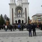 Circa 500 de credincioși ortodocși au participat astăzi la slujba de Florii ținută la Biserica ,,Adormirea Maicii Domnului'' din Cugir