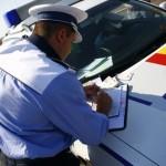 Bărbat de 27 de ani din Blandiana surprins de polițiști în timp ce conducea un autoturism fără a avea permis de conducere