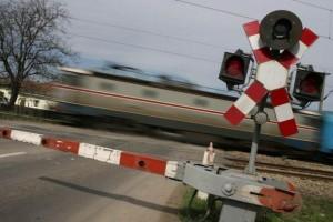 tren-trecere-nivel-cale-ferata