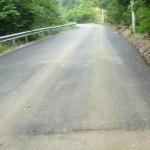 Speranţe pentru cugireni: au început lucrările de asfaltare pe Râul Mic
