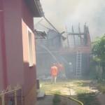 O plită improvizată a provocat un incendiu care a distrus o anexă gospodărească, la Cugir