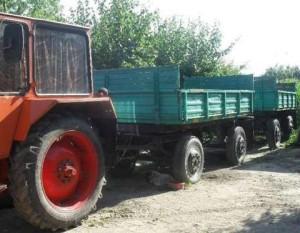 tractor-cu-doua-remorci