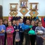 """Elevii și cadrele didactice de la Școala Gimnazială """"Ioan Mihu"""" din Vinerea au donat legume și fructe pentru copii defavorizați"""