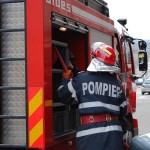 Intervenție a pompierilor pentru stingerea unui incendiu izbucnit la acoperișul unei hale din Cugir