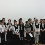 """Elevii Școlii Gimnaziale """"Singidava'' au dus mesajul luminos al Crăciunului la colegii lor de la Colegiul Național """"David Prodan'', din Cugir"""