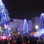 Sute de persoane au asistat astăzi la aprinderea luminițelor din Bradul de Crăciun, de la Cugir