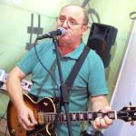 """Oameni de lângă noi: """"Omul cu chitara"""" –  inginerul Vasile Palfi din Cugir"""
