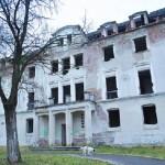 Pentru a fi stopată degradarea şi a primi o utilitate socială, cabanele Prislop şi Mistreţul, blocurile de nefamilişti şi Stadionul Parc, cerute din nou de Primăria Cugir de la Ministerul Economiei