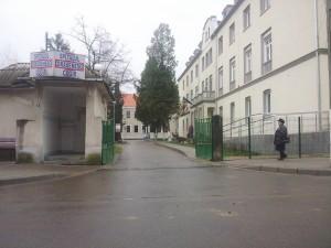 spitalul-orasenesc-cugir-intrare