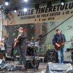 """S-a tras cortina peste cea de-a IX-a ediție a Festivalului de Folk """"Zilele Tineretului"""", de la Cugir"""