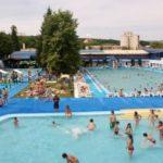 Tragedie în stațiunea Geoagiu. O minoră de 7 ani din Cluj a decedat la UPU Orăștie după ce s-a rănit grav la ștrandul din stațiune