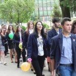 """Cei 137 de absolvenți ai Colegiilor """"I.D. Lăzărescu"""" și """"David Prodan"""" din Cugir și-au luat adio astăzi de la viața de liceu"""