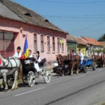 Paradă a portului popular în debutul ultimei zile a Festivalului Naţional de Dansuri şi Tradiţii Populare Vinerea – Cugir