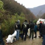 """Membrii Asociației """"Lupii Sigidavei"""" au adunat tone de gunoaie de pe Râul Mic din Cugir"""
