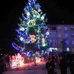 Ieri, 6 decembrie 2016, a fost aprins oficial iluminatul stradal de sărbători în orașul Cugir