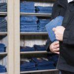 Dosar penal pentru un tânăr de 28 de ani, după ce a sustras o haină dintr-un magazin din Cugir