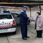 Dovadă de spirit civic la Cugir: O femeie a predat polițiștilor suma de 2.000 de lei pe care a gasit-o în fața unui bancomat din oraș