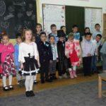 """Elevii şi învățătoarele clasei I A, Step by Step, de la Școala Gimnazială """"Singidava"""" Cugir au sărbătorit împlinirea a 100 zile de şcoală"""