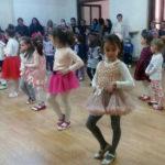 """Elevii de la Școala Gimnazială """"Singidava"""" și preșcolarii de Grădiniţa cu program prelungit """"Prichindel"""" din Cugir reuniți în pași de dans"""