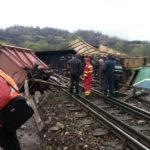 Tragedie feroviară între Petroșani și Simeria. Doi mecanici de locomotivă au decedat în urma deraierii unui tren de marfă