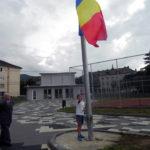 Slujbă religioasă, muzică de fanfară și alocuțiuni susținute de oficialitățile din Cugir, cu prilejul Zilei Drapelului Național