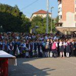 Cadrele didactice din Cugir și-au întâmpinat cu drag elevii, în prima zi de școală a anului școlar 2017-2018