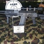 Fabrica de Arme Cugir a prezentat, astăzi la Alba Iulia, un nou tip de armă de asalt care se încadrează în normele NATO