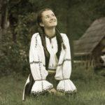 """Componentă a ansamblului """"Mlădițe Cugirene"""" pe scena emisiunii """"Vedeta populară"""", cel mai mare show de talente din muzica populară românească"""