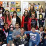 """Prezentare de măști, costume și machiaje, la sărbătoarea de Halloween desfășurată la la Școala Gimnazială """"Singidava"""" din Cugir"""